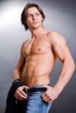 Homme sexy musculaire avec un torse nu Photo libre de droits