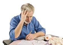 Homme soumis à une contrainte au-dessus des problèmes d'impôts d'impôts Images stock