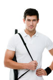Homme sportif avec le cache noir pour la raquette de tennis Images stock