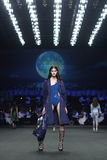 ` 2017 Homme Spring//Summer ` ` SIRIVANNAVARI собрания модного парада новое и ` ` s на королевском парагоне стоковое изображение