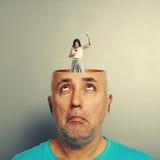 Homme supérieur étonné avec la tête ouverte Photographie stock libre de droits