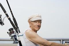 Homme supérieur avec canne à pêche image stock