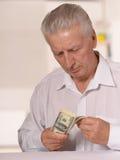 Homme supérieur avec des dollars Images stock
