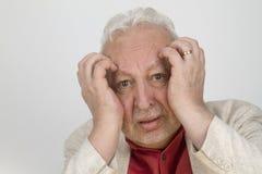 Homme supérieur avec le mal de tête fort Photo stock
