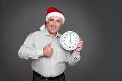 Homme supérieur dans le chapeau de Noël Photo libre de droits