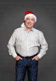 Homme supérieur dans le chapeau de Santa Images libres de droits