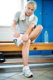 Homme supérieur dans un centre de fitness Image stock