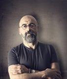 Homme supérieur de portrait sur le fond noir Photographie stock libre de droits