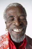 Homme supérieur de sourire avec des yeux fermés Photos stock