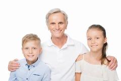 Homme supérieur et petits-enfants Image libre de droits