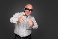 Homme supérieur Excited avec les glaces 3d Photographie stock libre de droits