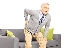 Homme supérieur souffrant des douleurs de dos Photos stock