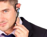 Homme sur l'écouteur regardant l'appareil-photo images stock