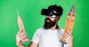 Homme sur l'architecture enthousiaste ou la conception d'étude de visage dans la réalité virtuelle concept de la construction 3d  Photo stock