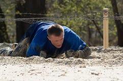 Homme sur l'endroit de sable Photo stock