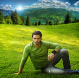 Homme sur l'herbe Photo stock