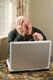 Homme sur l'ordinateur Photos libres de droits