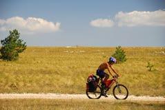 Homme sur la bicyclette photographie stock libre de droits