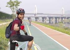 Homme sur la bicyclette Images stock