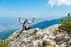 Homme sur la montagne Pirin Image stock