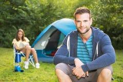 Homme sur le camping Photo libre de droits