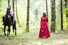 Homme sur le cheval et la fille Photo libre de droits