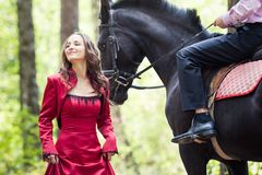 Homme sur le cheval et la fille photos stock