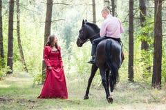 Homme sur le cheval et la fille Photo stock