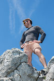 Homme sur le dessus de la roche Photographie stock libre de droits