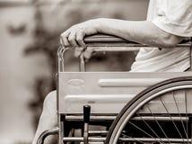Homme sur le fauteuil roulant Photographie stock
