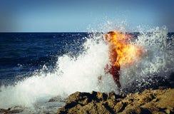 Homme sur le feu Photo stock