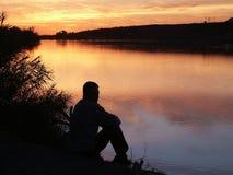 Homme sur le fleuve Photographie stock