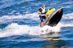 Homme sur le motocycle de l'eau Photographie stock