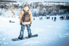Homme sur le surf des neiges Photos stock