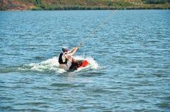 Homme sur un wakeboard Image stock