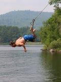 Homme sur une oscillation de lac Photos libres de droits