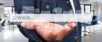 Homme surfant sur l'Internet avec la barre tactile numérique d'adresse de Web Image libre de droits
