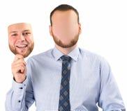 Homme tenant le masque images stock