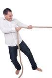 Homme tirant sur une corde Photographie stock libre de droits