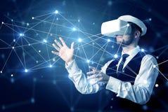 Homme touchant des signes de la connectivité 3D et du réseau photo stock