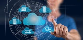 Homme touchant un concept de calcul de nuage photo libre de droits