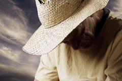 Homme triste dans un chapeau de paille photos libres de droits