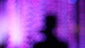 Homme trouble de silhouette avec le bokeh photos stock