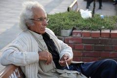 Homme turc âgé avec une cigarette Image stock