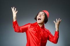 Homme utilisant le chapeau rouge de Fez Image stock
