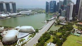 Hommel van Marina Bay Singapore wordt geschoten die stock video
