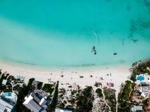 Hommelfoto van strand in Sapodillabaai, Providenciales, Turken Stock Afbeelding