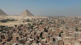 Hommellengte van Piramides van Giza Egypte stock footage