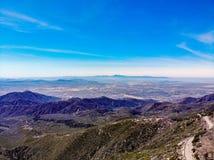 Hommelmening van boven de Rand van de Wereld die over San Gabriel Valley kijken Royalty-vrije Stock Foto's