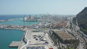 Hommelmening van de de oude zeehaven en weg van Barcelona